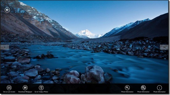 Daily Wallpaper Viewer - viewing photo and flyout buttons
